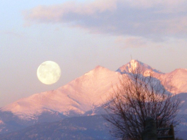 Full moon setting on Mt Meeker and Longs Peak (Rocky Mountains)
