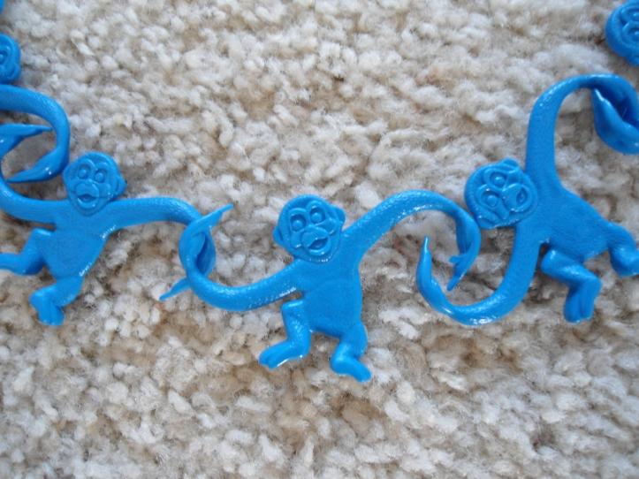 Even monkeys like to hang together!
