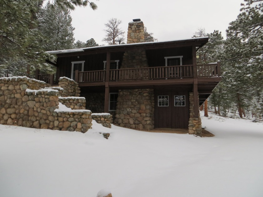 Rustic Rocky Mountain Log Cabin - Can't you just smell the wood fire burning?